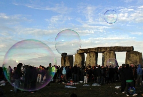 Archeologists Find Ancient Henge Near Stonehenge
