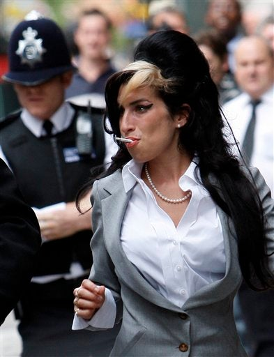 Amy Winehouse Likes Heckling, Will Kick Ass of Anyone Who Tries To Stop Her