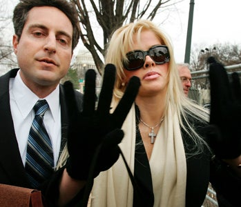 Police Raid The Office Of Anna Nicole's Former Physician
