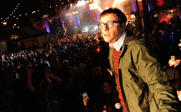 Who Should Play Rivers Cuomo in the Weezer Sitcom?