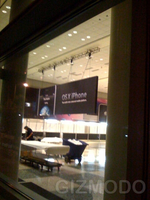 Sneak Photos of WWDC Show iPhone, Leopard Banners