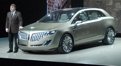 Detroit Auto Show: 2008 Lincoln MKT Live Reveal