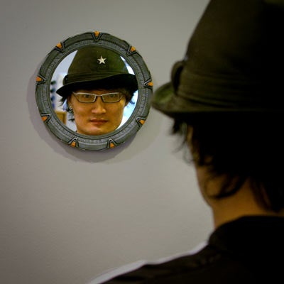 Stargate Mirror Lets You Peek into Event-Horizon, Same Old Face Every Morning