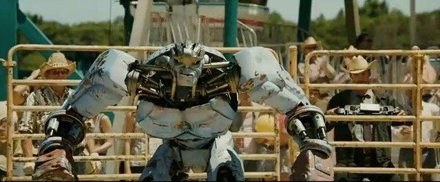 Real Steel trailer looks like a robo-fighting champ!