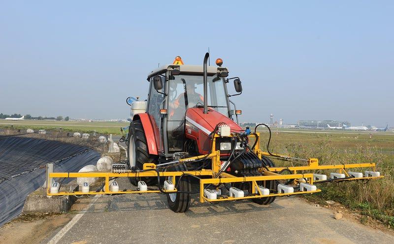 This Weedseeking Airport Tractor Spells Death for Dandelions