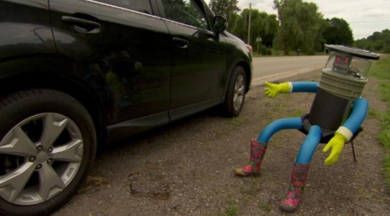 Robot Overlords Send Hitchhiking Robot Across Canada