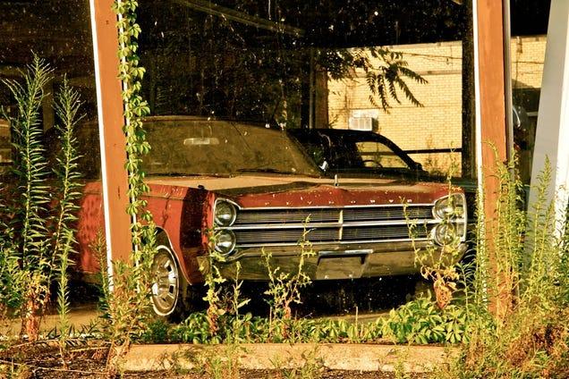 the mystery of flickr 39 s ghost car dealership. Black Bedroom Furniture Sets. Home Design Ideas