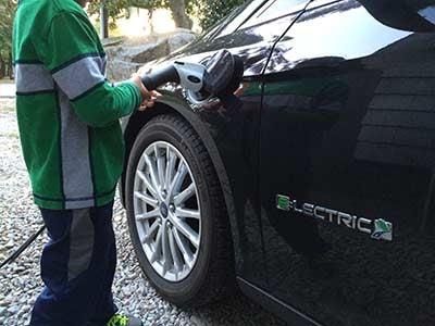 Stupid electric car/plug in hybrid question