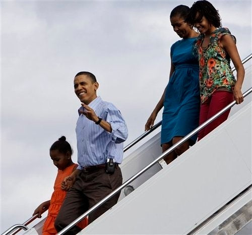 Obama Starts Vacation, Has Actual Red Phone in Case of Emergency