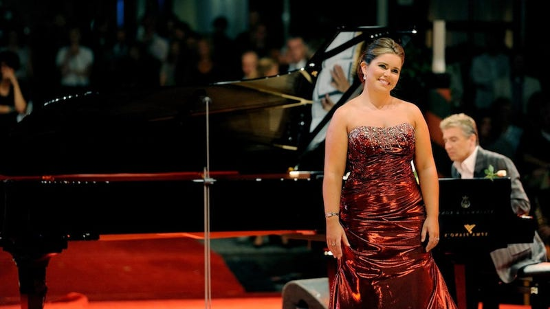 Jerks Say Opera Star Is Too Fat to Be Good at Singing