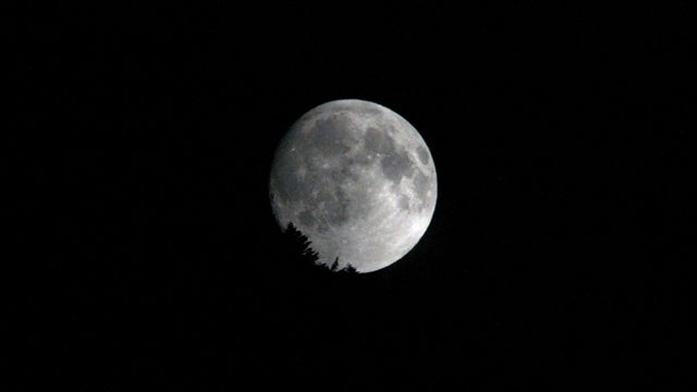 Take Better Photos of the Moon Within an Hour of Sunset