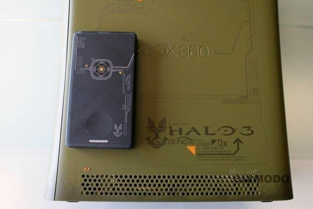 Xbox 360 Halo Legendary Edition Looks Like a Weapon (Hardware Gallery)