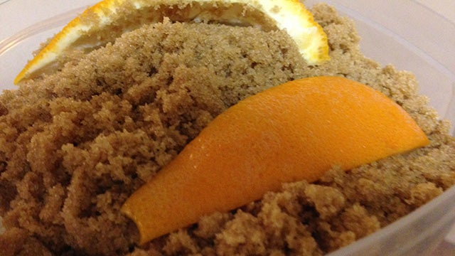 Keep Brown Sugar Moist With an Orange Peel