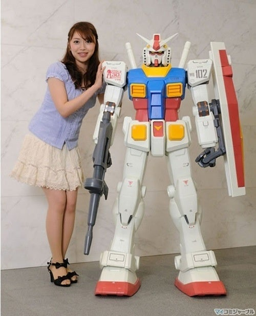 How To Pose With A Large Plastic Mecha