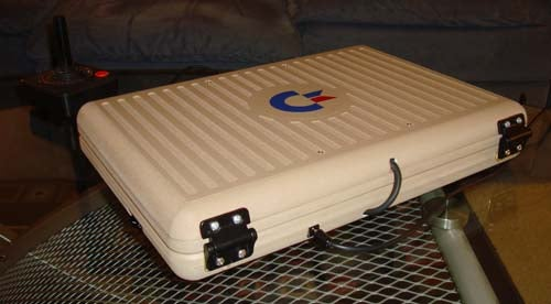 The Anti-DSi: Commodore 64 Laptop