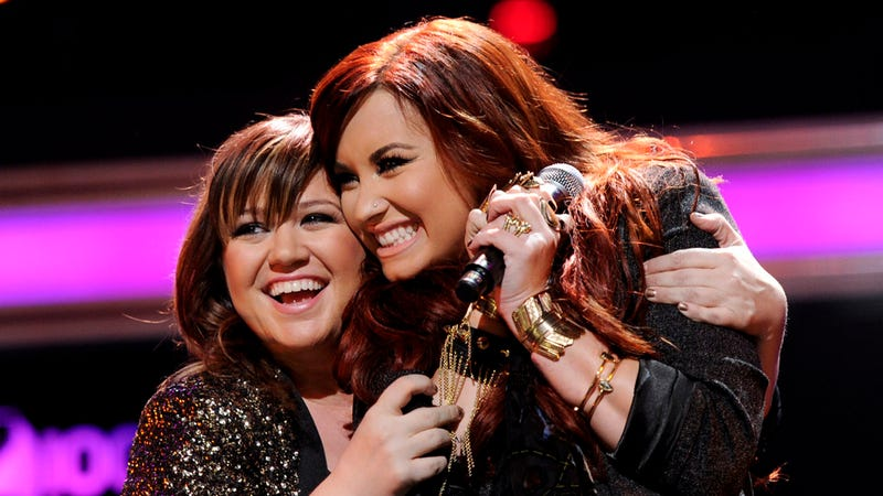Kelly Clarkson And Demi Lovato Hug It Out