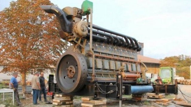 This Gigantic 1600 HP Engine Used to Power an Entire Stadium Single-Handedly