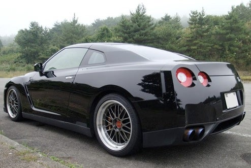 "Nissan GT-R Shaves Back To Get That ""Clean Look"""