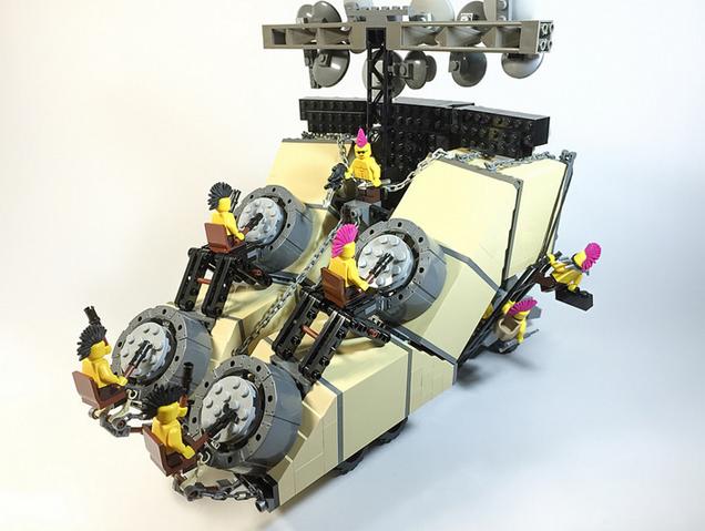 Los vehículos de Mad Max recreados con LEGO son genialidad pura