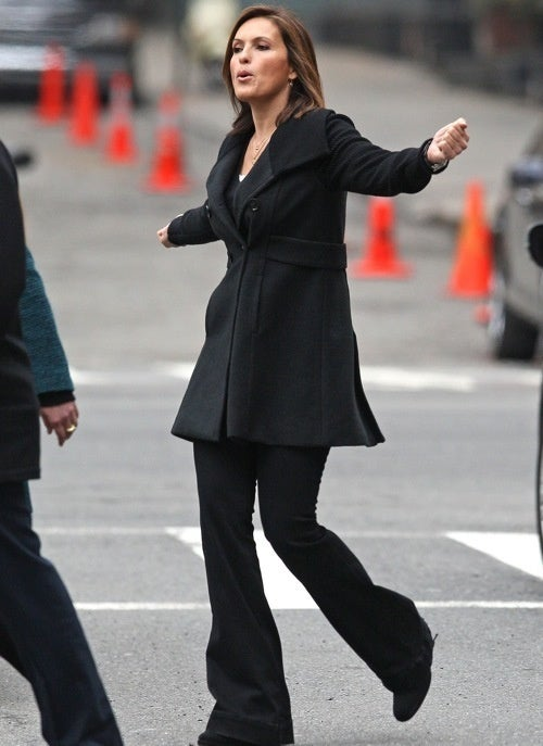 The Mariska Hargitay Defends Its Territory from Rival Hargitay