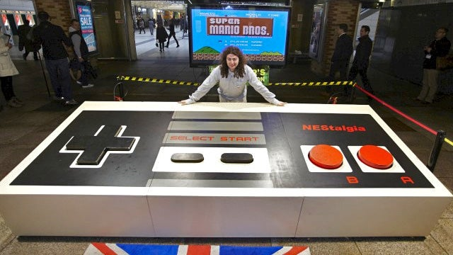 World's Largest NES Controller Is Just As Uncomfortable To Use As the Original