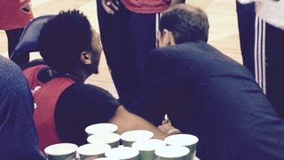 Anthony Davis Dislocated His Pinky Finger
