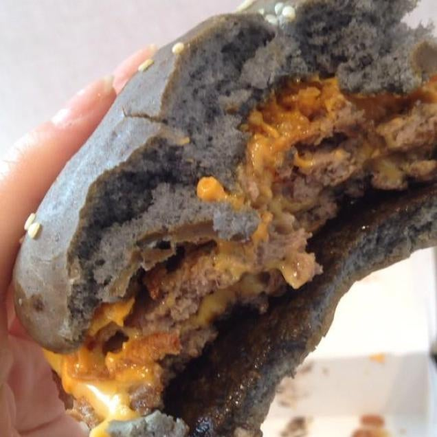 The Terrifying BlackBun Burgers Of The World America Fun Fact - Black hamburger