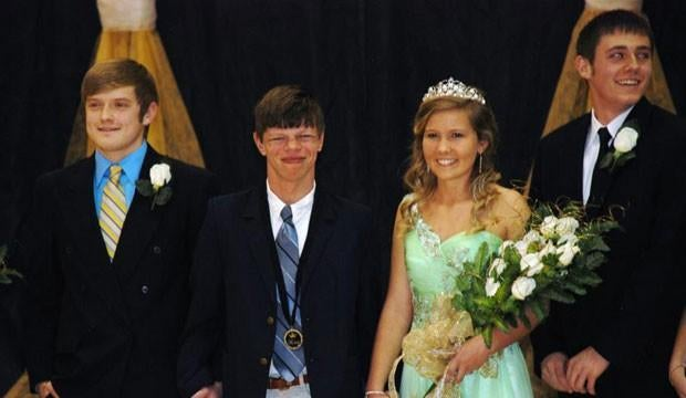 Nominees For Homecoming King At Tennessee High School Give Crown to Student With Neurological Disorder