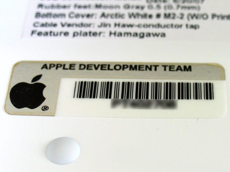 iMac Ultra-thin Metal Keyboard Images May Show Dashboard, Media Icons