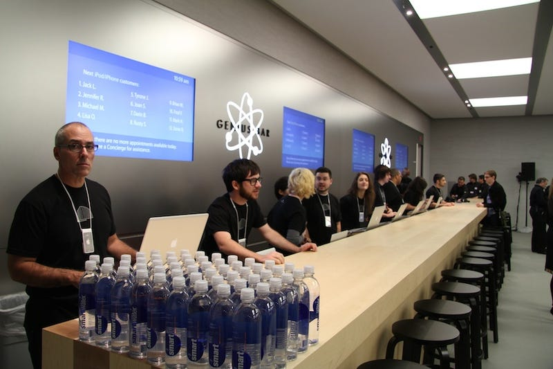 Tell Us Your Genius Bar Horror Stories (and Win Free Pizza)