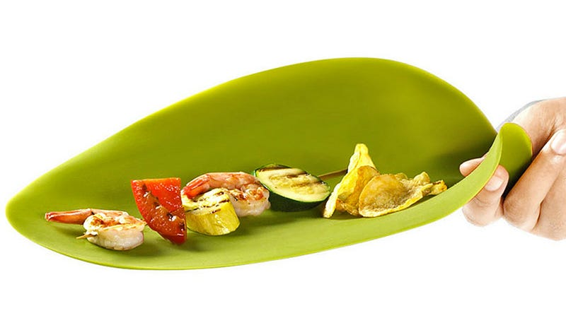 Unbreakable Silicone Plates Inspired By Tropical Leaves