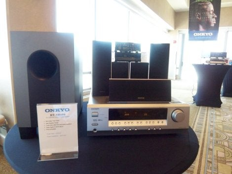 Onkyo's HT-SR800 Home Theater in a Box Has HDMI Switching and High-Def Audio Support