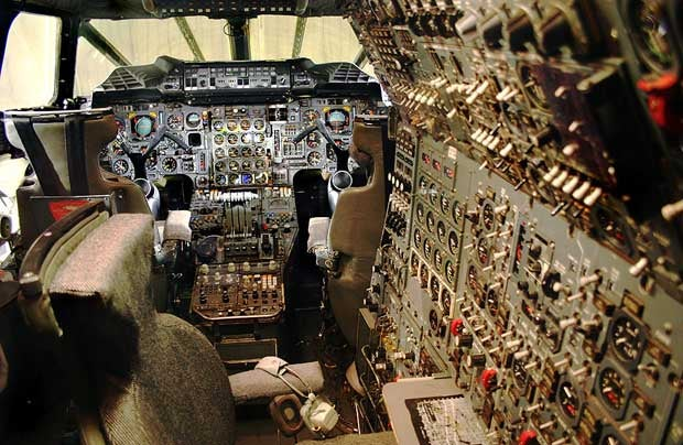 Concorde's Knobstastic Cockpit Looks Like a Strategic Nuclear Bomber's