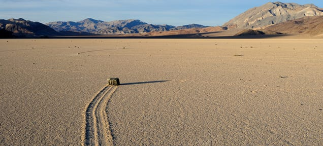 "The Mystery of Death Valley's ""Sailing Stones"" Is Finally Solved"