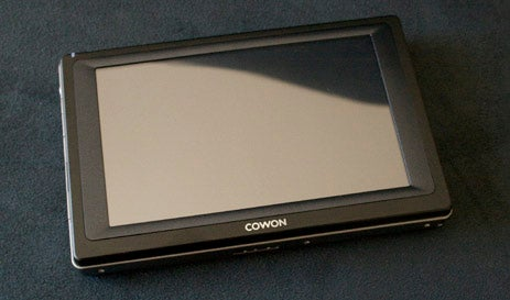 Cowon Q5W PMP Has Wi-Fi, Touchscreen, 60GB Storage, GPS