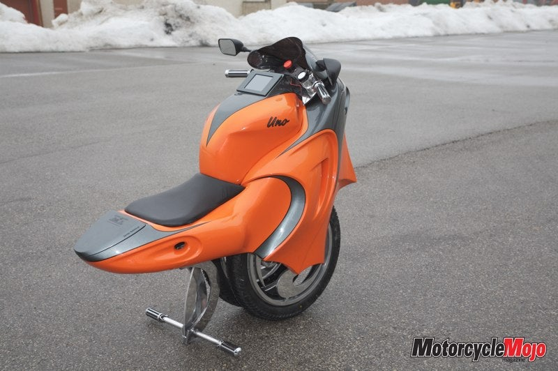 Uno: a Unicycle-Motorbike-Segway Hybrid
