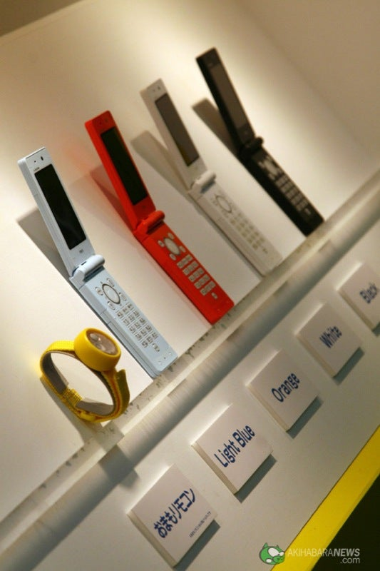 DoCoMo's Child-Friendly 3G Phone Comes With RC Bracelet