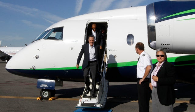 Reporter Finds Loaded Gun Left by Secret Service Agent Inside Bathroom on Romney's Campaign Plane