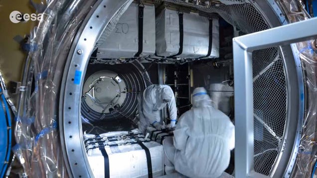 Time-lapse video shows that packing for space is pretty complicated