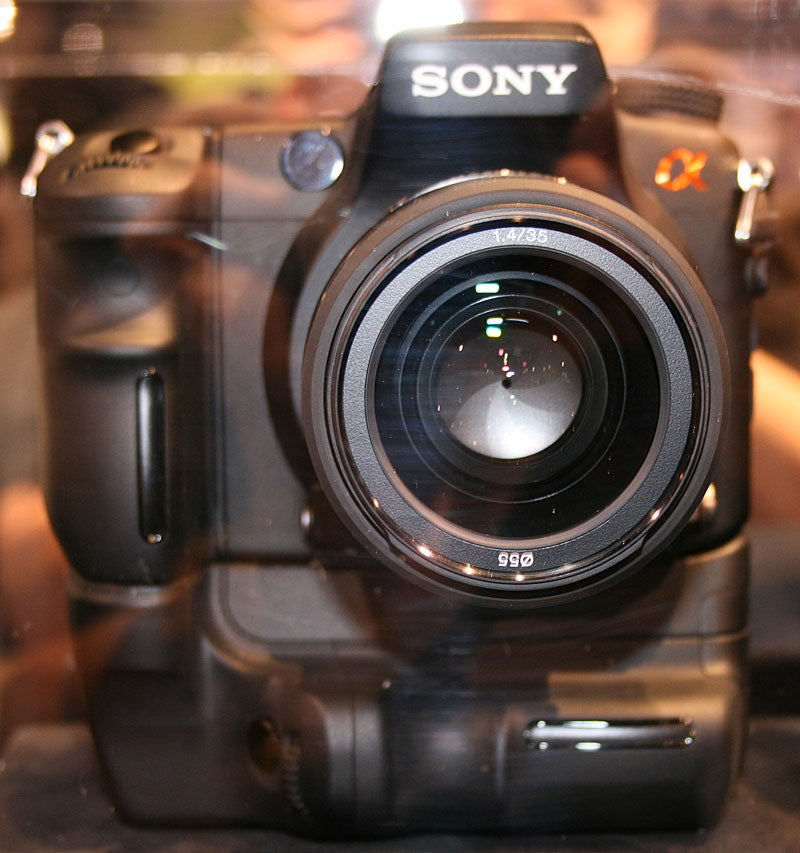 Breaking! PMA 07: Sony Alpha Prototype, First Pics of 'High Amateur' Model