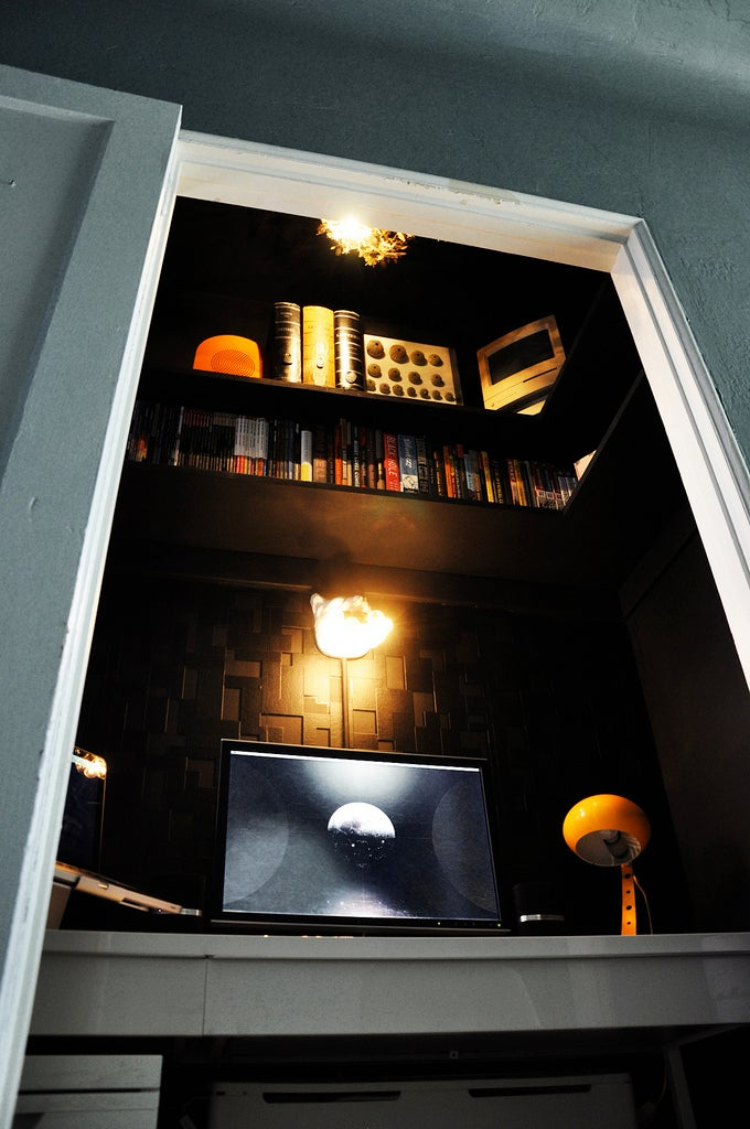 Tiny Workspaces: The Black Hole Home Office - Gallery