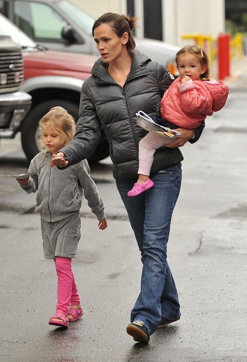 Jen Garner & Daughters Have a Girls' Day Out