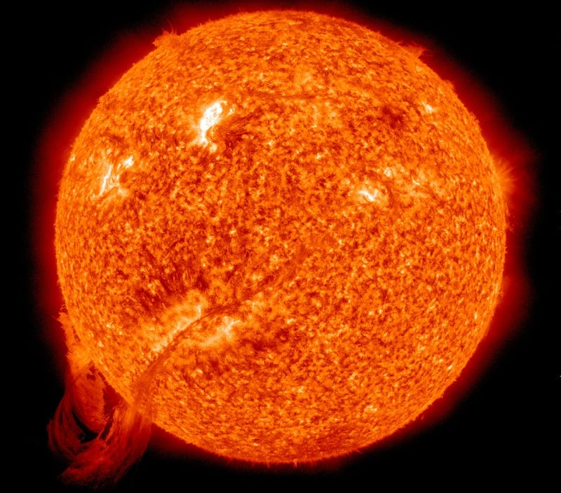 Gigantic loop of solar plasma is half a million miles long