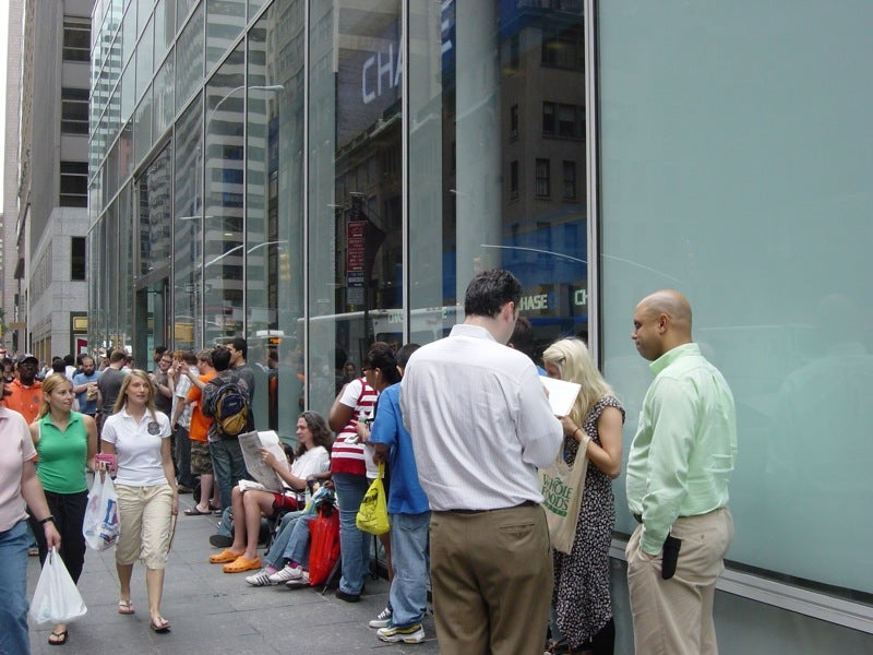 Catching Up With iPhone Campers at the 5th Avenue Apple Store