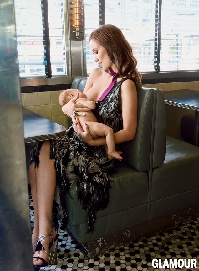 Olivia Wilde Breastfeeds in a Diner in the September Issue of Glamour