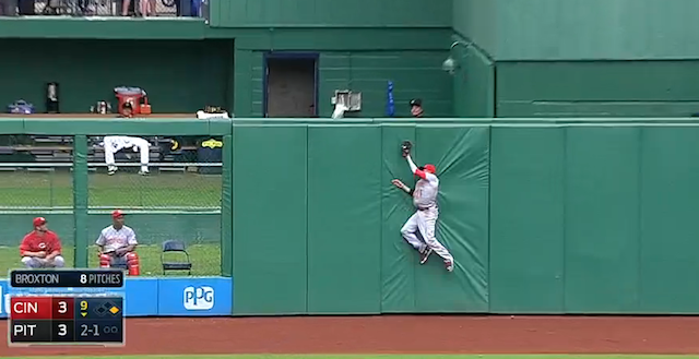 Billy Hamilton Hits The Wall To Make Tremendous Catch