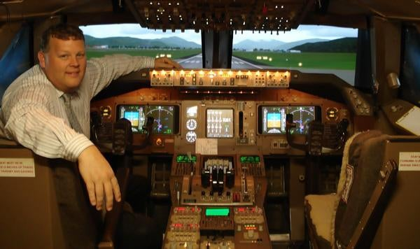 Man Builds 747 Flight Simulator in His Warehouse, Earns Guinness Record