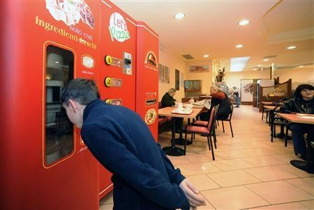 Vending Machine Uses Infrared Rays To Make Fresh Pizza on the Spot