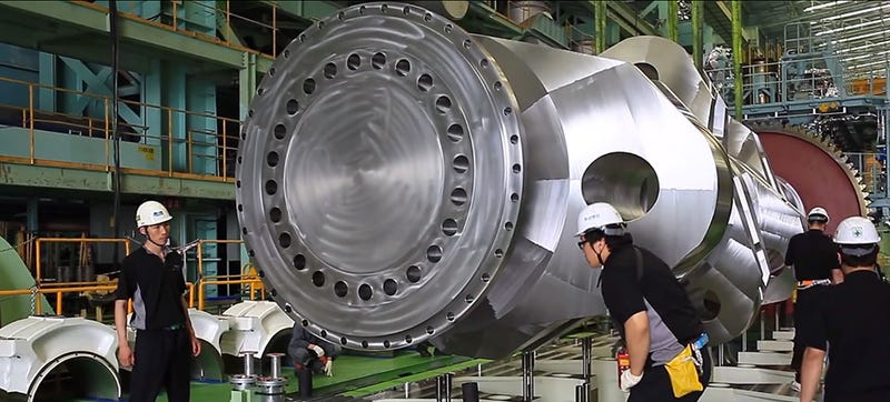 Watch How They Assemble The World's Most Powerful Diesel Engine