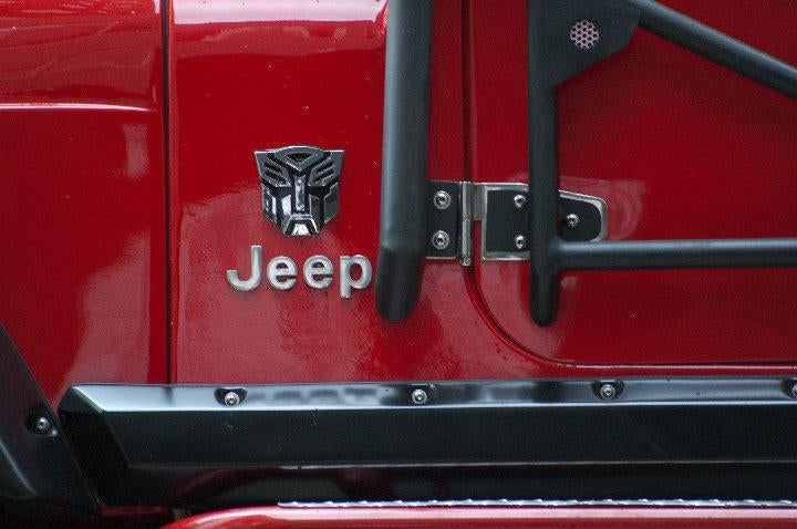 "Autobots, ""Rollbar"" Out? Fake Autobot Jeep On Transformers 3 Set"